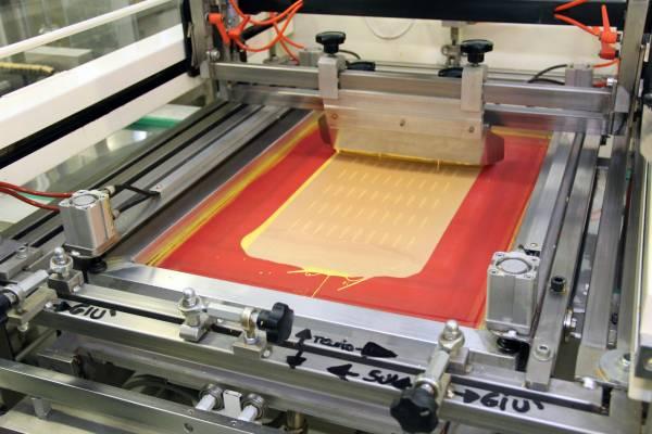 Plusia, una delle macchine serigrafiche che stampano i cioccolatini personalizzati preformati