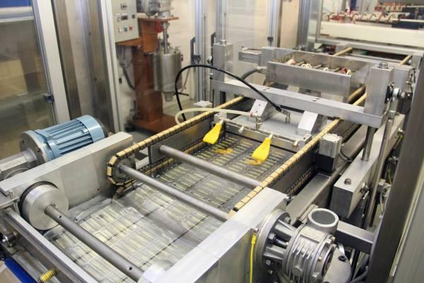 Plusia linea professionale: la termoformatura dei cioccolatini preformati