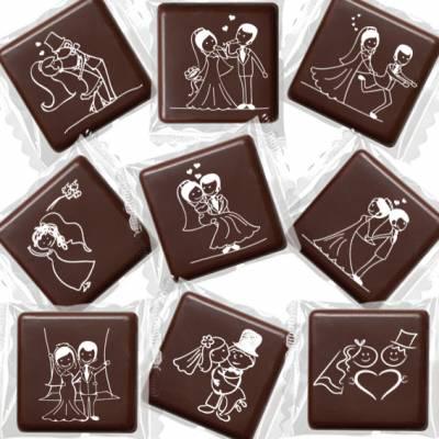Cioccolatini fondenti con impresse simpatiche scenette da matrimonio