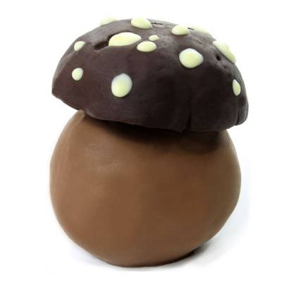 Fungo porcino realizzato con tre cioccolati : bianco, Latte e Fondente.