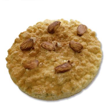 Sbrisolona o Fregolotta è un tipico dolce friabile, ma in realtà questo è fatto di cioccolato e guarnito con mandorle tostate.