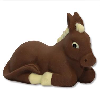 Soggetto di cioccolato a forma di asinello per comporre, insieme ad altri soggetti, il Presepe tutto di cioccolato.