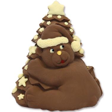 Orso abbracciato all'albero di Natale con una montagna di pacchi dono: tutto di cioccolato.