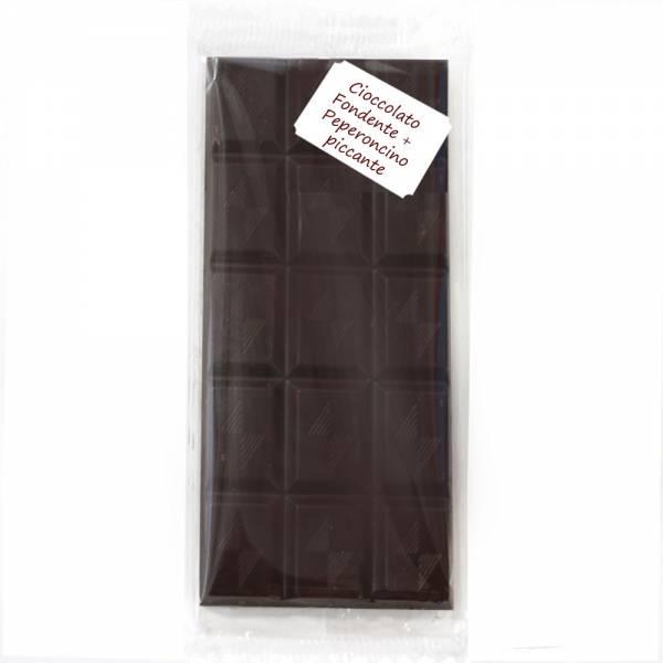 Tavoletta di cioccolato fondente con peperoncino piccante.