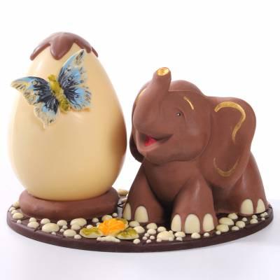 Composizione-di-cioccolato-elefante-e-uovo-di-Pasqua-12013